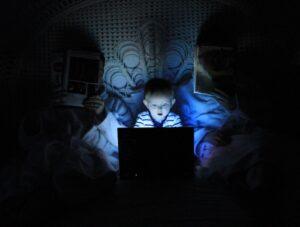 Zagrożenia związane z użytkowaniem nowoczesnej technologii informacyjnej i telekomunikacyjnej przez dzieci